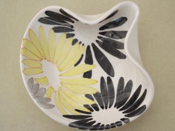 Mod 1950s vintage Italian pottery bowl, black, yellow, grey daisies