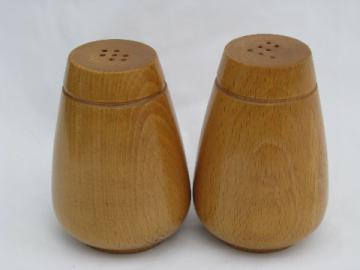 Mod blond wood retro salt and pepper shakers, S & P