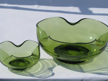 Mod pinched shape green glass serving bowls, 60s vintage, retro green color