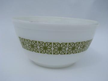 Mod square flowers, verde green / white vintage Pyrex kitchen glass mixing bowl