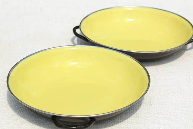 mod vintage Italian cookware set, colored enamel paella pan casseroles w/ skillet handle