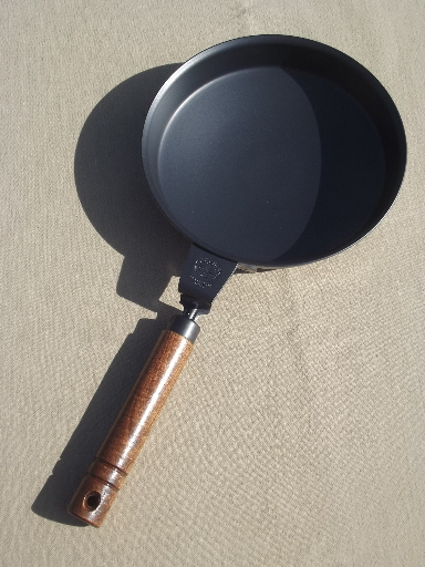 Nordic Ware crepes n' things crepe pan w/ recipes & instructions