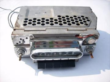 Old 1960 Ford/Bendix vacuum tube automotive radio, vintage hotrod