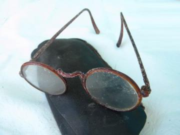 Old windsor round lens eyeglasses, celluloid frames & leatherette case