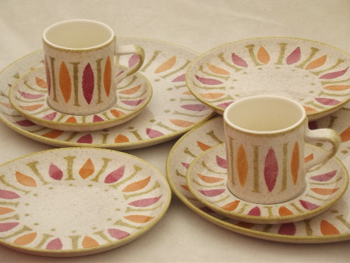 & Pepe Red Wing pottery dinnerware 60s mod design in pink orange lime!