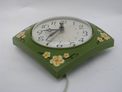 Pert Flower Power 1960s Vintage Kitchen Electric Wall Clock