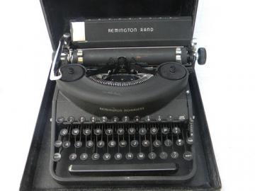 Remington Rand Noiseless manual typewriter w/bakelite keys 1940s vintage