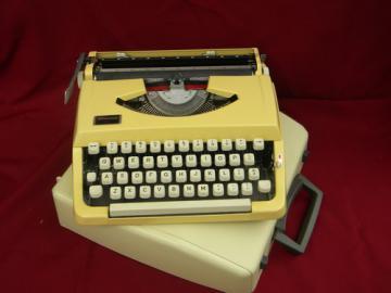 Retro 1960s Wedgefield 100 portable manual typwriter vintage Japan
