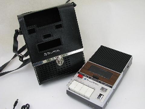 Retro 1970s Vintage Bell Amp Howell Cassette Tape Recorder