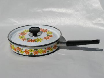 Retro 60s daisies, mint condition vintage skillet w/lid