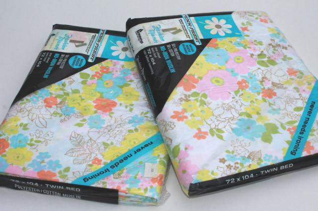 retro 70s 80s flowered print bed sheets, sealed vintage bedding, flat sheet set of two