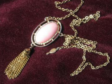 Retro 70s Sarah Coventry pink pearl plastic pendant, gold tone chain