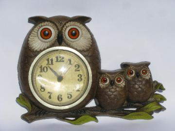 Retro 70s vintage Burwood plastic kitchen wall clock, owl family