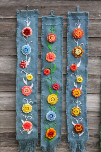 Retro Burlap Wall Hanging Art Loopy Yarn Flower
