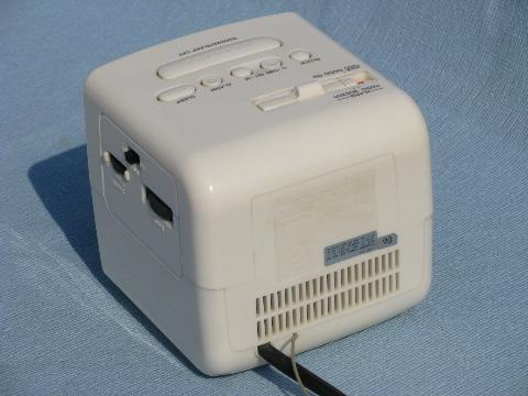 Retro cube alarm clock radio w/red LEDs Sony Dream Machine ...