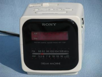 Retro cube alarm clock radio w/red LEDs Sony Dream Machine ICF-C121