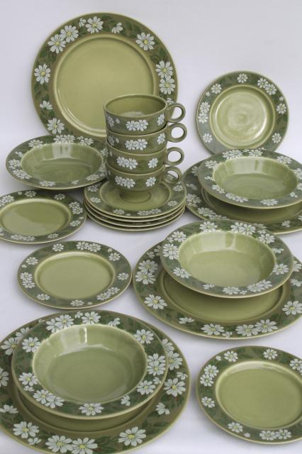 retro daisies 60s vintage dinnerware set for 4 flor del sol Granada ironstone & vintage china dishes and dinnerware