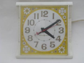 Retro daisy print vintage electric kitchen wall clock, yellow/white daisies