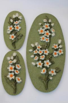 Retro daisy wall art, 60s 70s vintage chalkware wall plaques, daisies on lime green