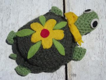 Retro felt wool crochet toy turtle, vintage sewing pincushion, cute!