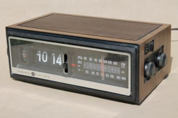 Retro flip digit clock radio, 1970s GE clock radio No 7-4300 w/ wood grain plastic case