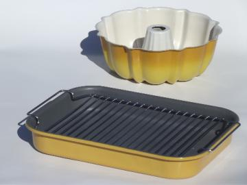 Retro harvest gold kitchen pans, roasting pan & bundt cake mold pan