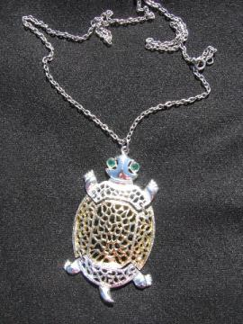 Retro hippie vintage costume jewelry, 70s turtle pendant necklace w/ long chain