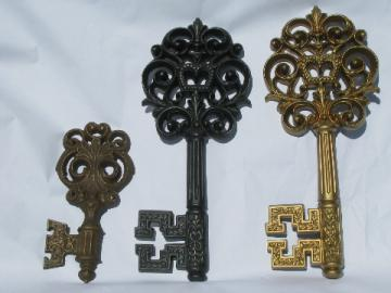 Retro key shape wall art plaques, huge keys vintage plastic & chalkware