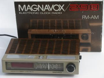 Retro Magnavox 298 AM/FM clock w/original box 1979 Hong Kong