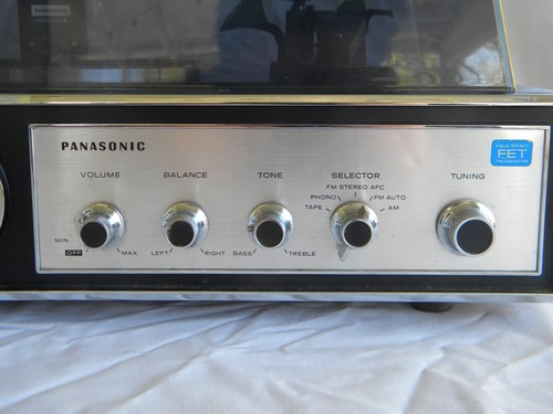 Retro Panasonic SD-84 phonograph turntable stereo record player