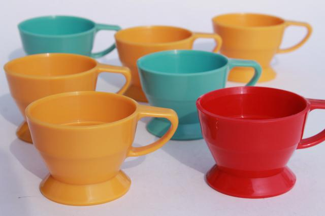 Lovely retro vintage colored plastic cup holders w/ handles for Solo  HZ15