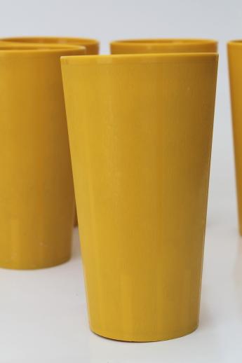 retro yellow gold plastic tumblers 60s 70s vintage drinking glasses set