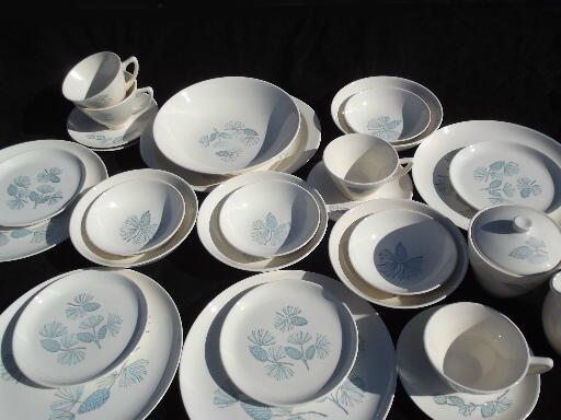 & Set for 4 Blue Spruce pine cones dinnerware mid-century camp / cabin