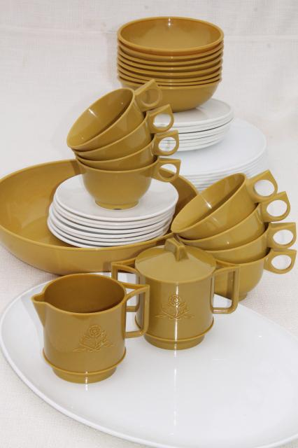 unused vintage plastic dishes, 60s mod dinnerware set, mustard yellow gold & white