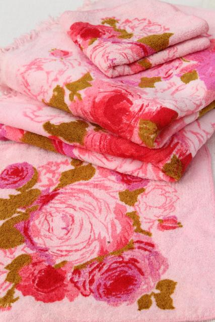 vintage Cannon bath towels & wash cloths w/ retro roses floral on pink!