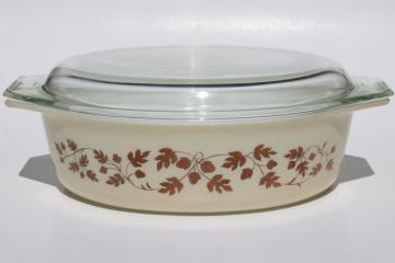 vintage Golden / Gold Acorn Pyrex oval casserole dish, baking pan w/ clear glass lid