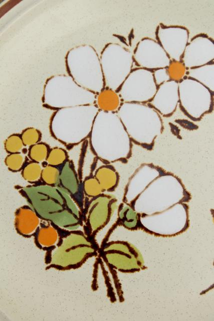 vintage Hearthside stoneware salad plates, retro Summertime daisy flowers pattern