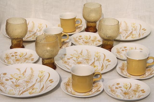 vintage Royal China Enchanted Garden flower print dinnerware set w/ amber gold glasses & vintage Royal China Enchanted Garden flower print dinnerware set w ...