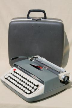 vintage Smith-Corona Galaxie II typewriter, retro portable typewriter w/ case