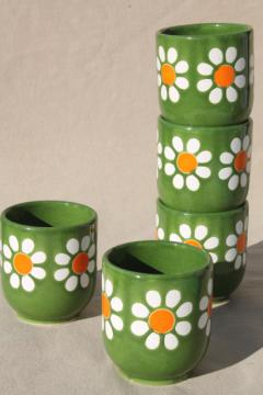 vintage Waechtersbach pottery daisies on green tumblers, flower power retro daisy pattern