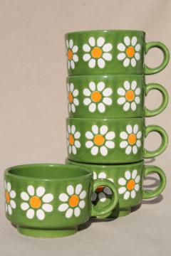 vintage Waechtersbach pottery stackable cups, daisies on green flower power retro daisy pattern