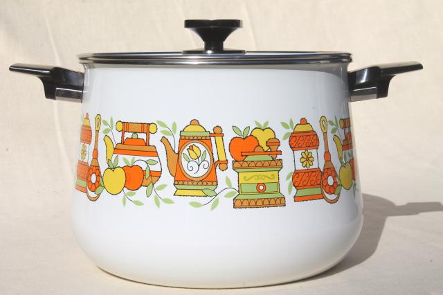 vintage West Bend lazy day slow cooker, kitchen print enamel pot & #5225 hot plate