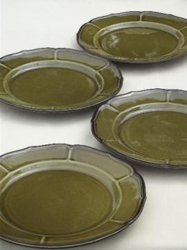 Vintage avocado green dinner plates La Mancha Metlox PoppyTrail pottery & vintage china dishes and dinnerware