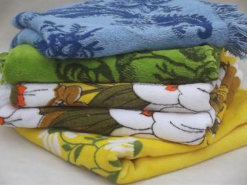 Vintage bath towels lot, retro blue & green pattern colors & daisy print