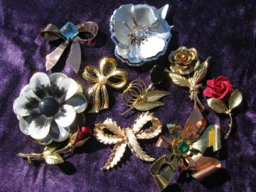 Vintage costume jewelry lot, ribbon bow pins, flower brooches