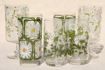 vintage drinking glasses w/ retro summer flowers, daisies & queen anne's lace