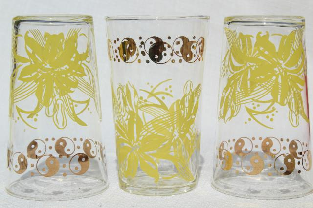 vintage drinking glasses, set of 8 tumblers retro yellow flowers, yin-yang