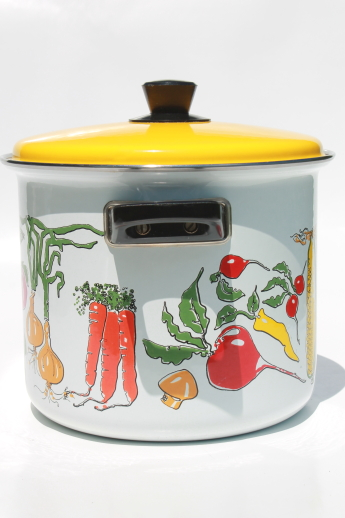 Vintage enamel stock pot w/ steamer basket, corn & crab boil print stockpot