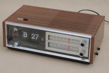 Vintage flip digit clock radio, retro Panasonic RC-6530 AM FM radio