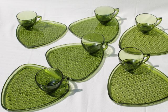 vintage green glass snack sets daisy \u0026 button triangle plates \u0026 tea cups & vintage green glass snack sets daisy \u0026 button triangle plates \u0026 tea ...